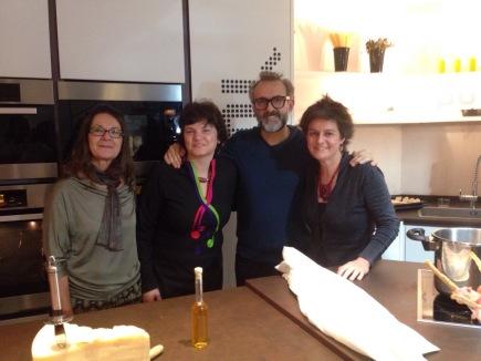 Con Massimo Bottura cuando nos visitó en A PUNTO. Al lado, mis socias Ana y Roberta